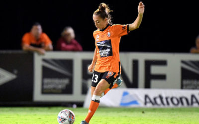 Isobel Dalton firma con el Brisbane Roar de la W-League